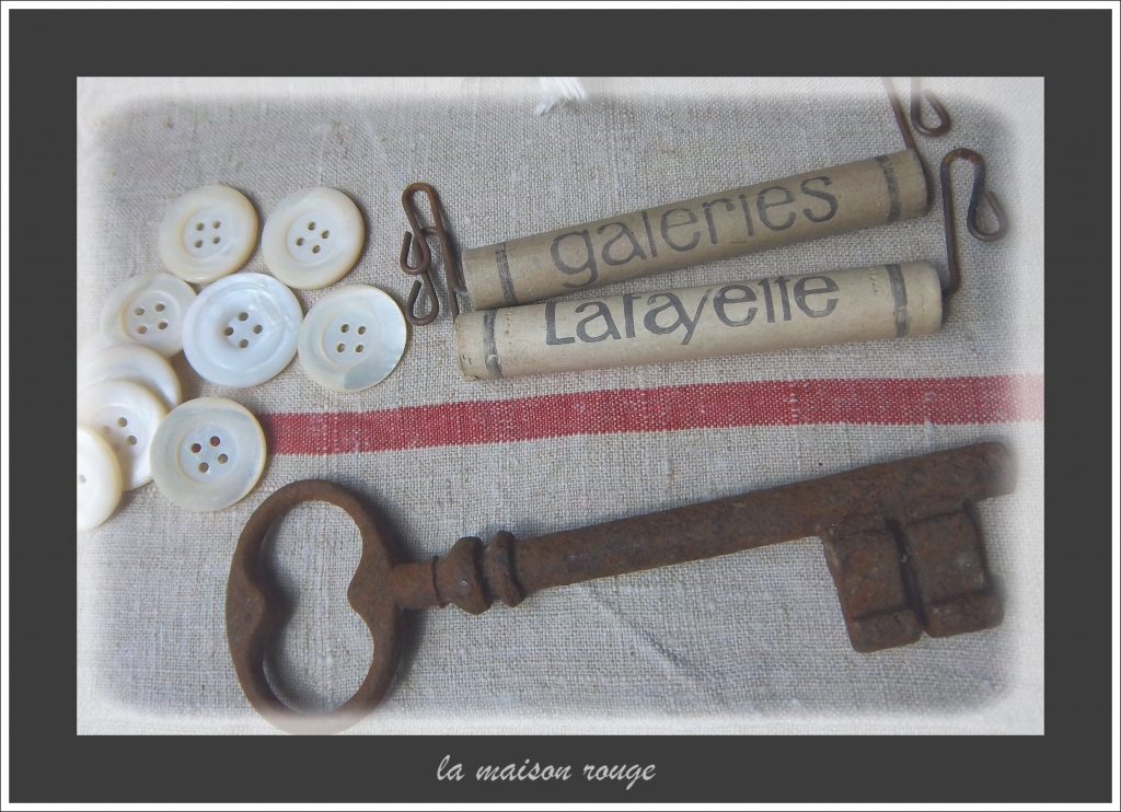 22 MERCERIE ANCIENNE BOUTONS VICHY ROUGE